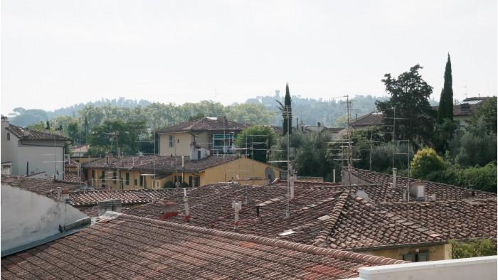 Casa in vendita a firenze 5 vani con terrazza for Case in vendita provincia firenze