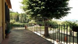 Vendita appartamento in villa ristrutturato Firenze sud terrazzo giardino